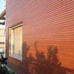 חיפוי עץ לקיר חיצוני